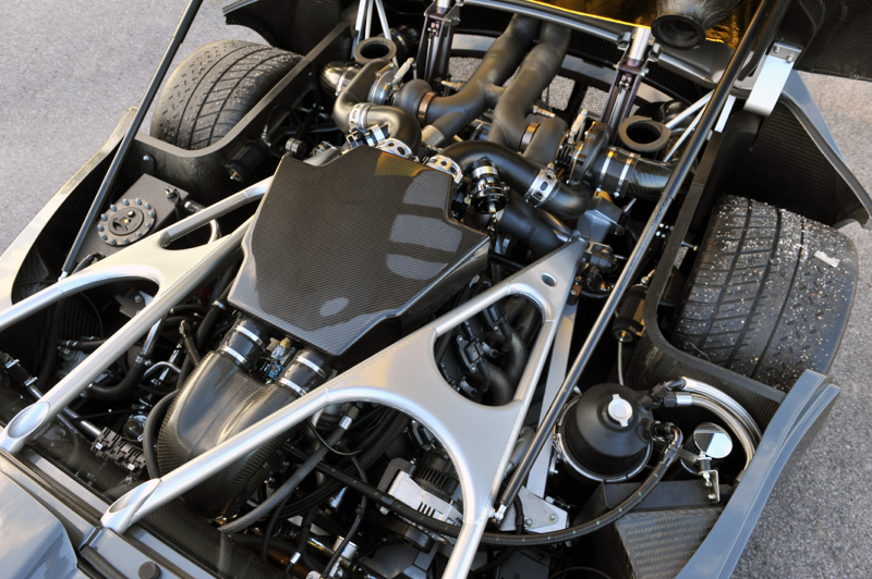 O motor do Venom: 1l, 8 cilindros e quatro turbos a menos do que o do Veyron.