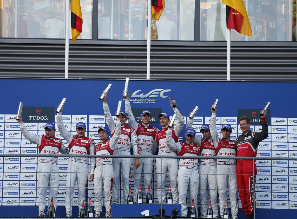 di Grassi (2º da direita para esquerda) feliz na Audi