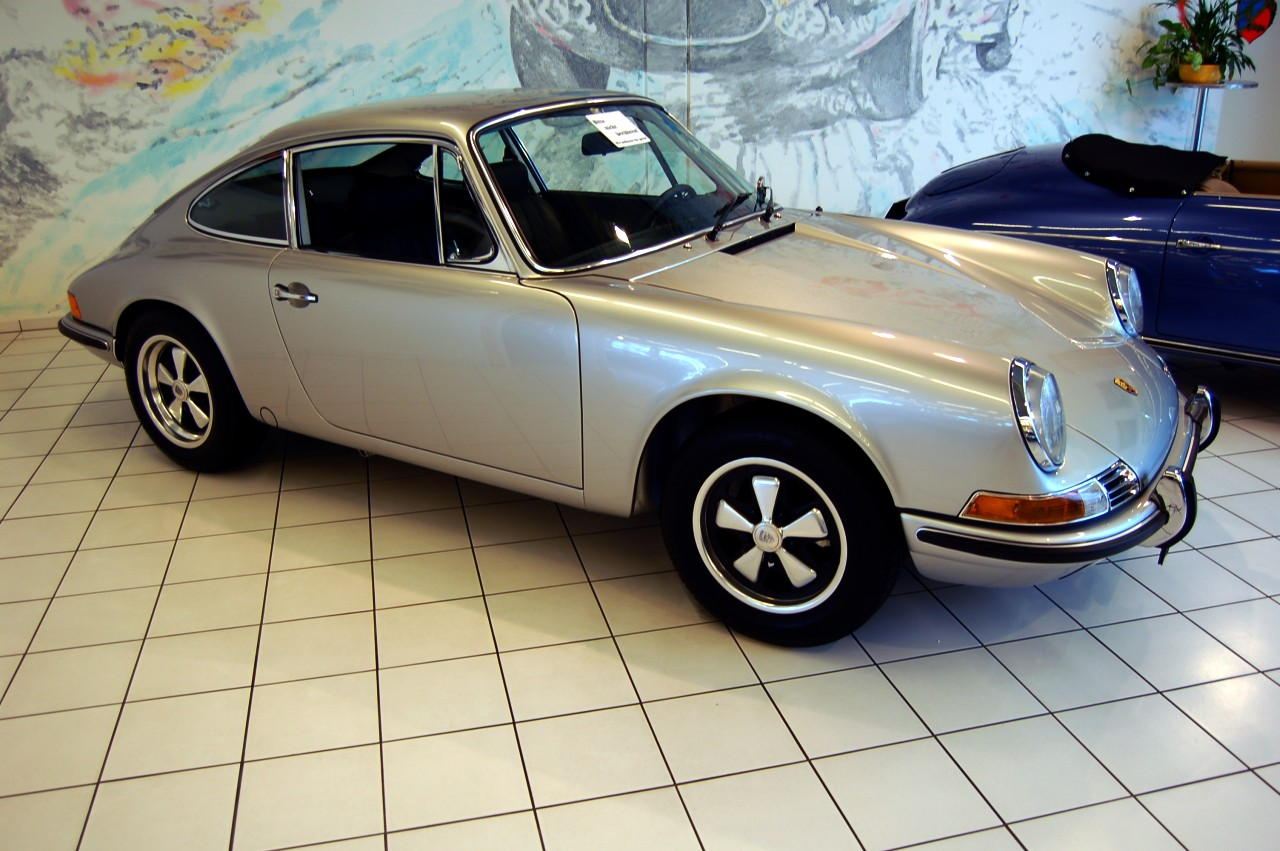 1969_silver_Porsche_911E_coupé_Auto_Salon_Singen_Germany