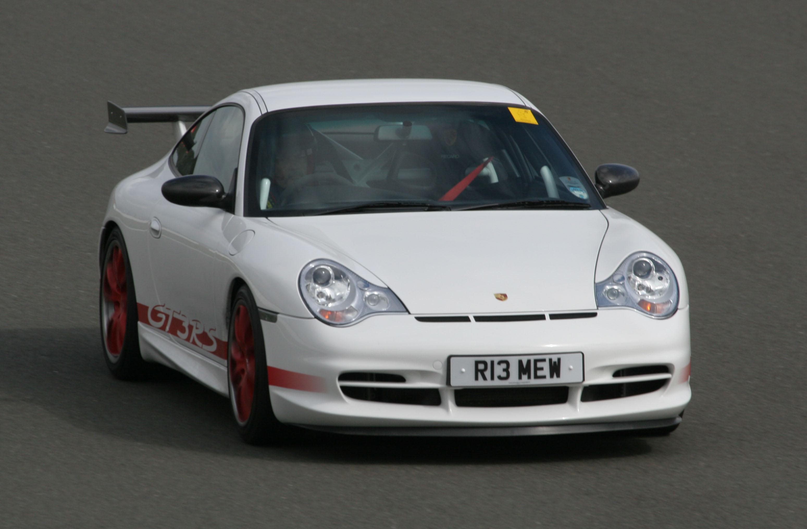 Porsche_996_GT3_RS_(RHD,_R13_MEW)_Silverstone_track_day_2008
